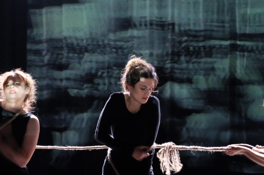 Scena ze spektaklu Zwycięstwo kobiet